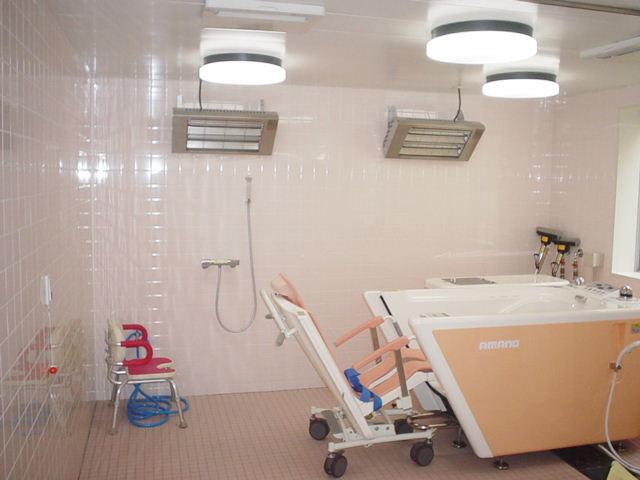 スタイルケア南越谷(介護付有料老人ホーム)の画像(4)機械浴