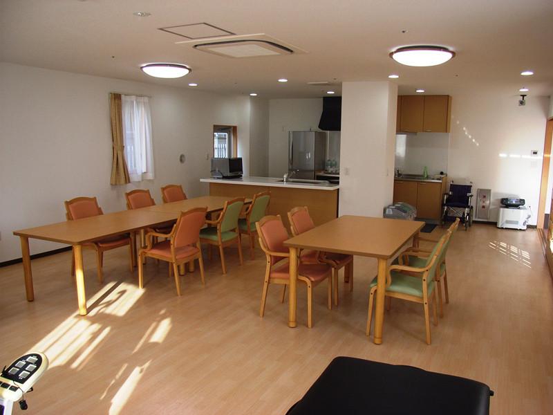 スタイルケア南越谷(介護付有料老人ホーム)の画像(10)1階食堂兼多目的室