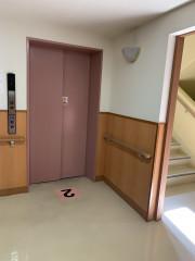 ヴェルジェ新横浜Ⅲ なしの郷(サービス付き高齢者向け住宅)の画像(5)エレベーター前も広々