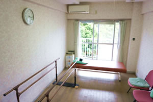 花珠の家ひがしとつか(介護付有料老人ホーム)の画像(6)機能訓練室