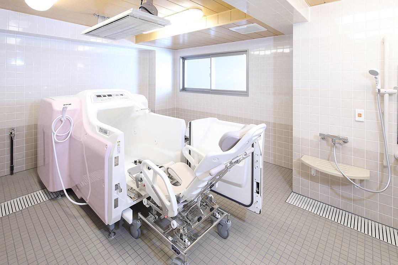 リハビリホームまどか上祖師谷(サービス付き高齢者向け住宅/介護付有料老人ホーム(一般型特定施設入居者生活介護))の画像(8)機械浴室