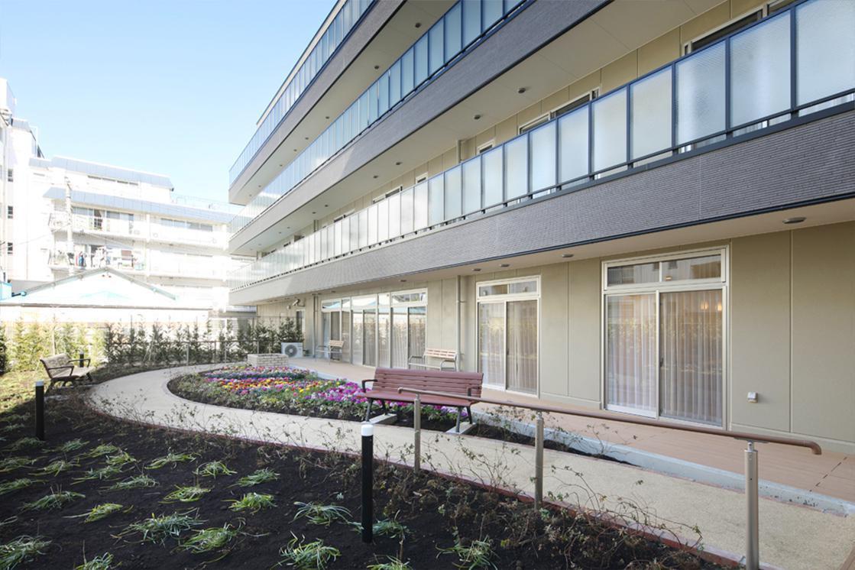 リハビリホームボンセジュール大倉山(住宅型有料老人ホーム)の画像(10)庭