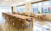 ツクイ・サンフォレスト横浜センター北 (サービス付き高齢者向け住宅)の画像(4)1階食堂