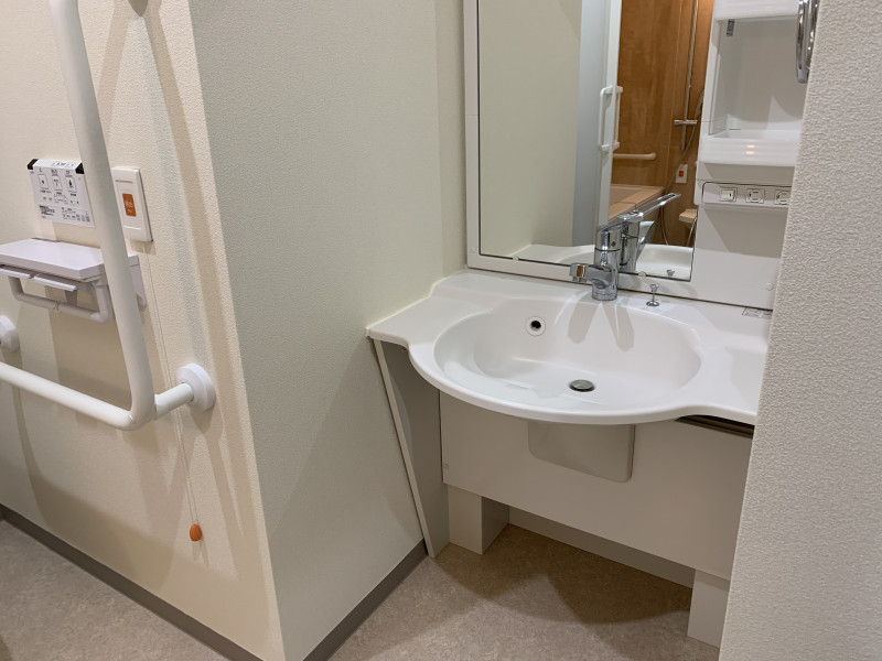 ツクイ・サンフォレスト横浜センター北 (サービス付き高齢者向け住宅)の画像(10)洗面台