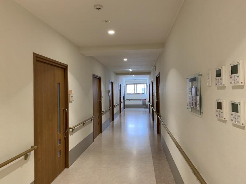 ツクイ・サンフォレスト横浜センター北 (サービス付き高齢者向け住宅)の画像(16)廊下広くて快適です