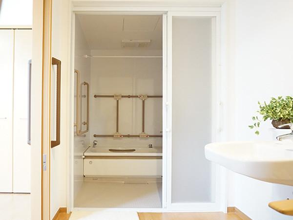 サティエ上大岡(サービス付き高齢者向け住宅)の画像(4)浴室