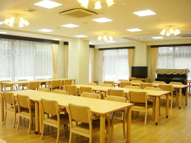 ベストライフ東大泉(介護付有料老人ホーム)の画像(4)食堂