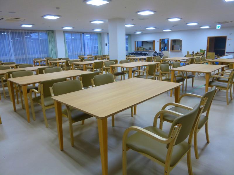 プラチナ・シニアホーム春日部藤の牛島(サービス付き高齢者向け住宅(一般型特定施設入居者生活介護))の画像(3)食堂