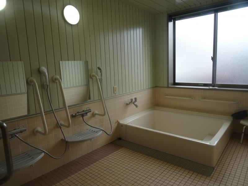 プラチナ・シニアホーム春日部藤の牛島(サービス付き高齢者向け住宅(一般型特定施設入居者生活介護))の画像(7)浴室