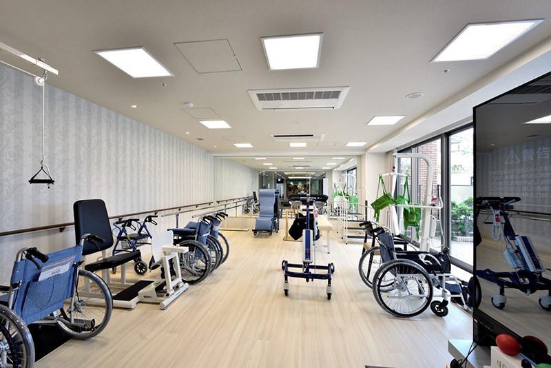 チャームプレミア深沢(介護付有料老人ホーム)の画像(8)機能訓練室