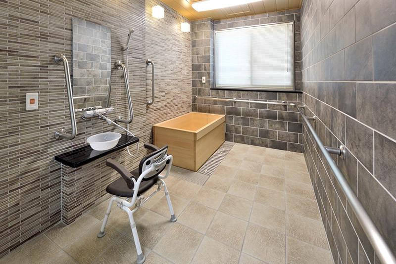 チャームプレミア深沢(介護付有料老人ホーム)の画像(18)浴室