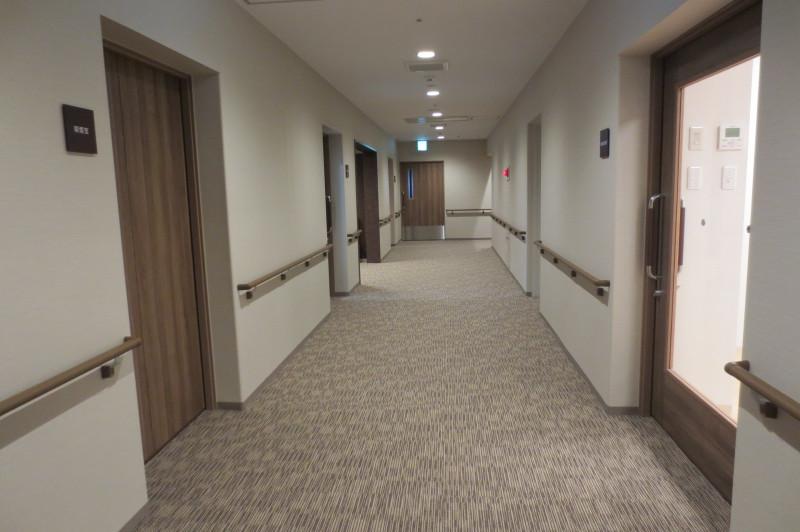 アイリスガーデン昭島 昭和の森(サービス付き高齢者向け住宅)の画像(5)廊下①