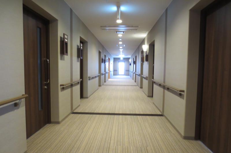 アイリスガーデン昭島 昭和の森(サービス付き高齢者向け住宅)の画像(6)廊下②