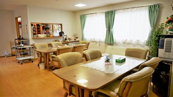 コスモス中山(サービス付き高齢者向け住宅)の画像(5)食堂兼リビング
