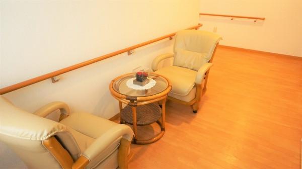 コスモス中山(サービス付き高齢者向け住宅)の画像(9)2階談話室