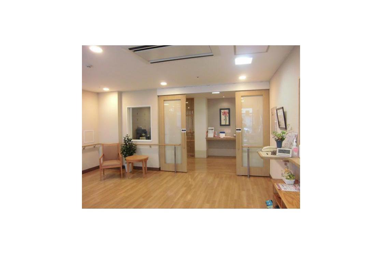 メディカル・リハビリホームまどか富士見台(介護付有料老人ホーム(一般型特定施設入居者生活介護))の画像(4)1F エントランス