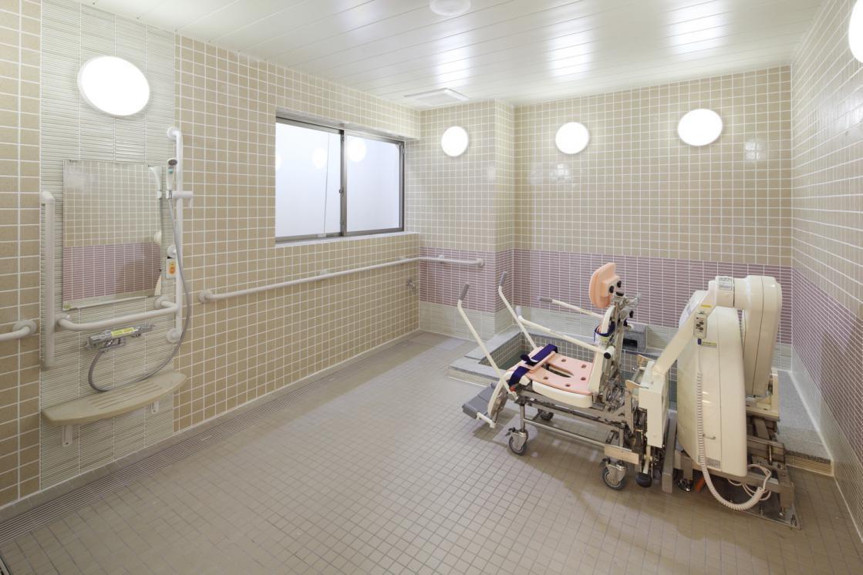リハビリホームグランダ平和台(介護付有料老人ホーム(介護専用型/一般型特定入居者生活介護))の画像(6)地下1F 浴室