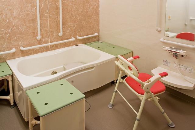 ニチイホーム墨田(介護付有料老人ホーム)の画像(8)機能的な個人浴室