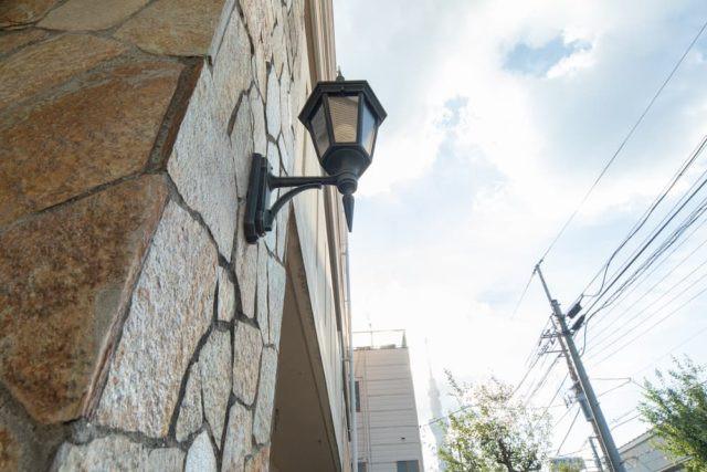 ファミニューすみだ文花(介護付有料老人ホーム)の画像(2)おしゃれな電燈