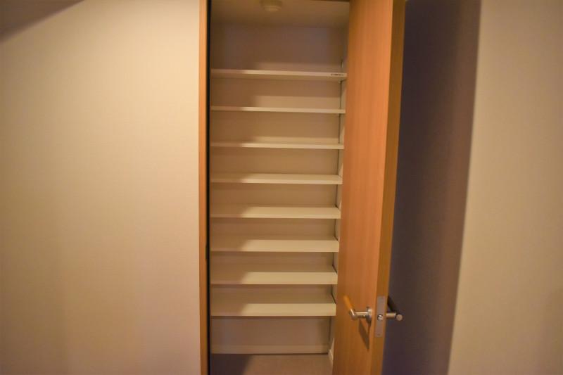 グランドマスト勝どき(サービス付き高齢者向け住宅)の画像(22)玄関横の収納スペース