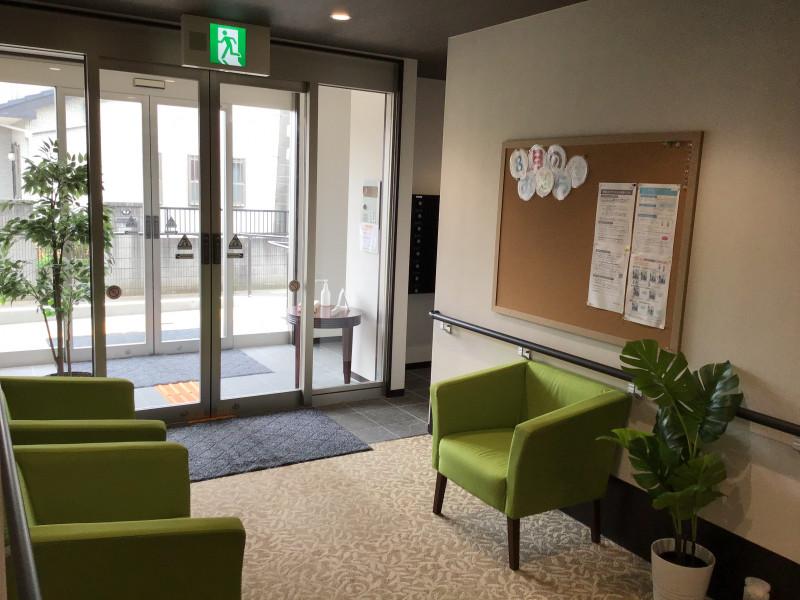 ハーウィル東岩槻(サービス付き高齢者向け住宅)の画像(4)玄関