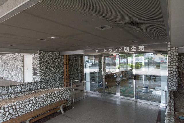 ハートランド明生苑(介護付有料老人ホーム)の画像(2)正面玄関