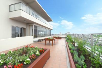 グレイプスガーデン西新井大師(サービス付き高齢者向け住宅)の画像(8)屋上庭園