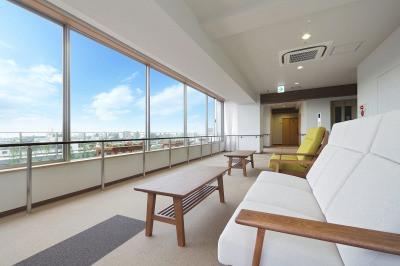 グレイプスガーデン西新井大師(サービス付き高齢者向け住宅)の画像(9)最上階室内テラス
