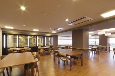 グレイプスガーデン西新井大師(サービス付き高齢者向け住宅)の画像(7)食堂(1階)