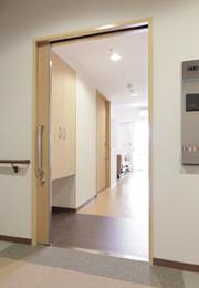 グレイプスガーデン西新井大師(サービス付き高齢者向け住宅)の画像(13)居室入口