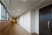 グランコスモ武蔵浦和(シニア向け分譲マンション)の画像(6)内部廊下