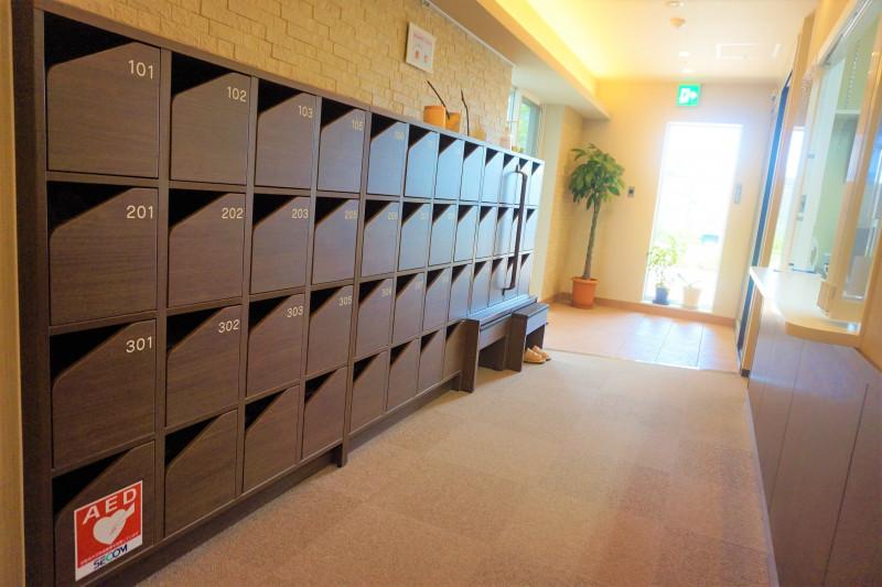 フレイグラントオリーブナナ(サービス付き高齢者向け住宅)の画像(2)玄関。