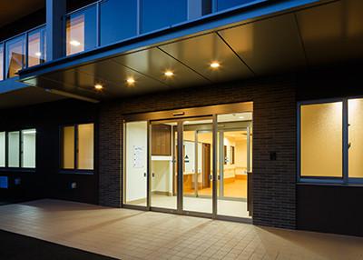 ライブラリMum草加(サービス付き高齢者向け住宅(一般型特定施設入居者生活介護))の画像(3)玄関