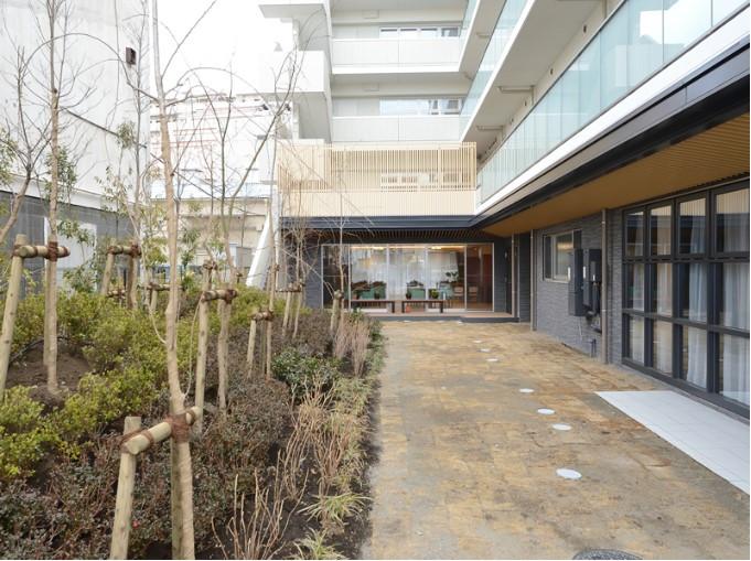 プレザングラン大田多摩川(介護付有料老人ホーム)の画像(13)中庭