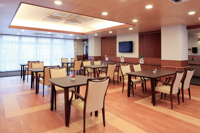 ニチイホーム江戸川(介護付有料老人ホーム)の画像(3)食堂 兼 フロア