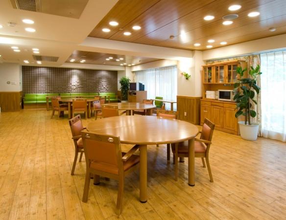 ライフコミューン西葛西(介護付有料老人ホーム)の画像(2)食堂、機能訓練室