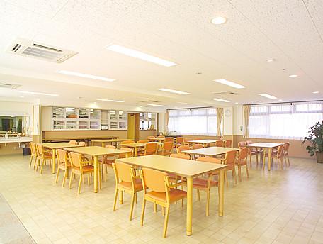 グッドタイムナーシングホーム・江戸川(介護付有料老人ホーム)の画像(12)食堂兼機能訓練室