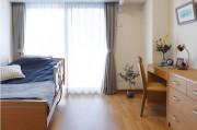 ニチイホーム西葛西(介護付有料老人ホーム)の画像(2)広くて明るい居室です