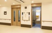 リアンレーヴ春日部(介護付有料老人ホーム)の画像(6)エレベーターホール
