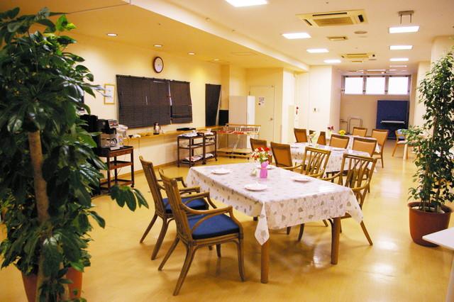 フローレンスケアホーム川崎大師(介護付有料老人ホーム)の画像(3)食堂