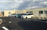 はなまるホーム東浦和(グループホーム)の画像(3)敷地内駐車場