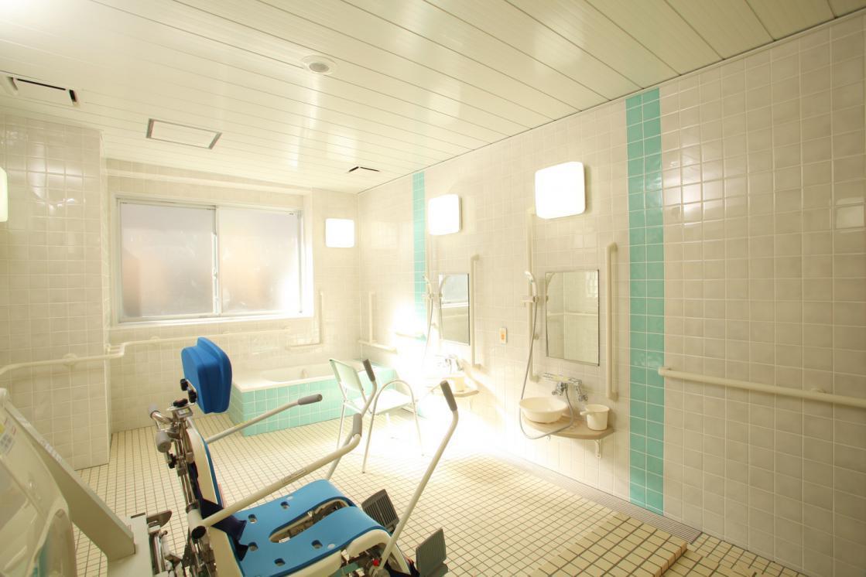 メディカル・リハビリホームグランダ日吉(介護付有料老人ホーム(一般型特定施設入居者生活介護))の画像(7)1F 浴室