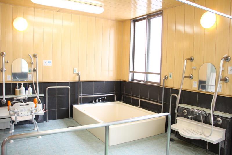 フローレンスケアたまプラーザ(介護付有料老人ホーム)の画像(14)浴室