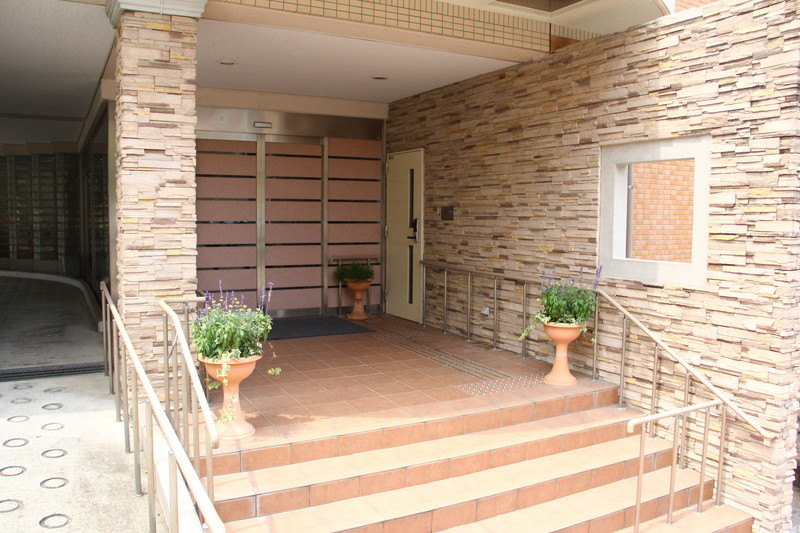 フローレンスケアたまプラーザ(介護付有料老人ホーム)の画像(17)玄関
