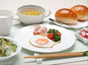 ニチイホーム鷺沼南(介護付有料老人ホーム)の画像(10)お食事(朝食)