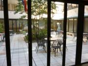 ニチイホームはるひ野Ⅱ番館(介護付有料老人ホーム)の画像(5)中庭①