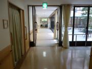 ニチイホームはるひ野Ⅱ番館(介護付有料老人ホーム)の画像(10)廊下①