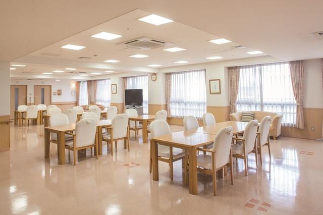 ニチイホームはるひ野Ⅱ番館(介護付有料老人ホーム)の画像(3)食堂