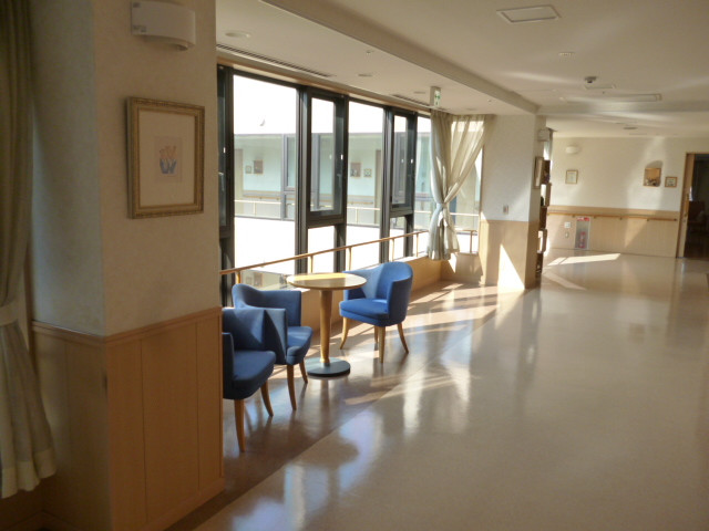 ニチイホームはるひ野Ⅱ番館(介護付有料老人ホーム)の画像(19)廊下