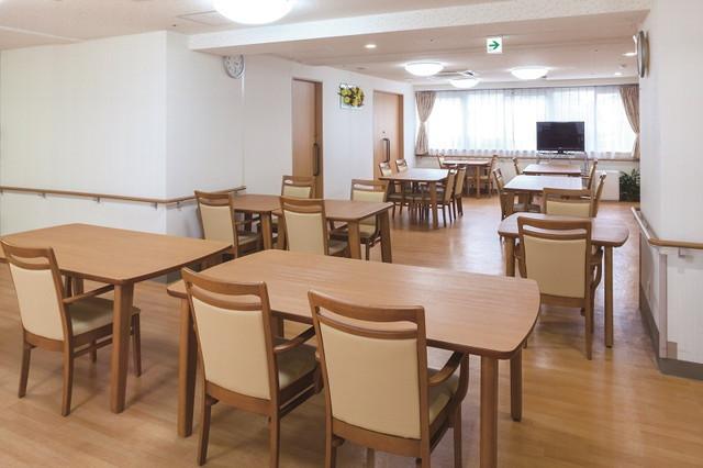 ニチイホーム新百合ヶ丘(介護付有料老人ホーム)の画像(5)食堂